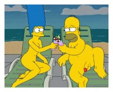 Marge Simpson naked for fans : Marge Simpson